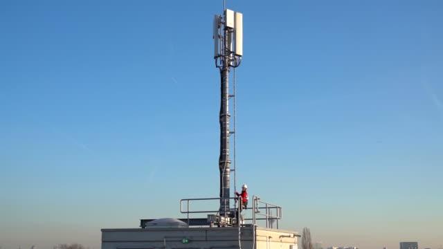 vodafone 5g antenna, dusseldorf, nordrhein-westfalen, germany, on tuesday, jan 21, 2020. - 5g stock videos & royalty-free footage
