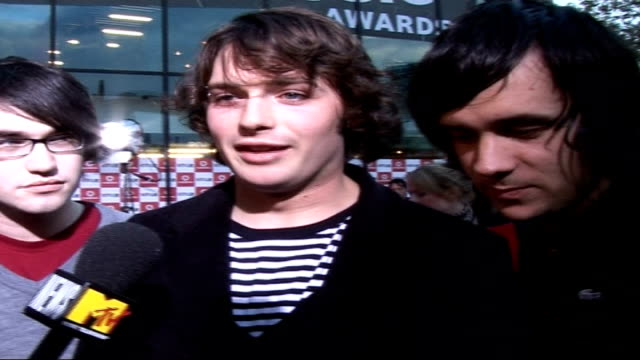 celebrities on red carpet the automatic speaking to press and interview sot favourite live music performance of 2006 reading festival on whether... - reading and leeds festivals stock videos & royalty-free footage