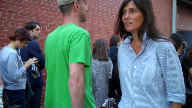 vogue editor emmanuelle alt arrives to attend ralph lauren's fashion show during new york fashion week she is swarmed by a flurry of photographers at... - brown hair stock videos & royalty-free footage