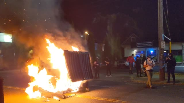 """voice is heard singing """"america the beautiful"""" as a fire burns in a dumpster fire early in the morning after protests in the city on august 29, 2020... - portland oregon stock videos & royalty-free footage"""