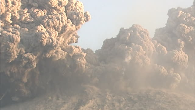 volcanic ash clouds violently erupt from shinmoedake / mount shinmoedake in southern kyushu of japan erupted on january 19 and repeated the explosive... - pyroklastischer strom stock-videos und b-roll-filmmaterial