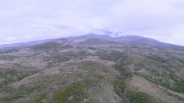 volcanic crater of mount kilimanjaro, tanzania, east africa - mt kilimanjaro stock videos & royalty-free footage