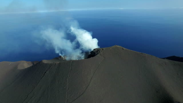 volcanic eruption on stromboli volcano filmed with a drone. since 3 weeks regular strombolian activity resumed to the volcano, after a pause of 3... - sicily stock videos & royalty-free footage