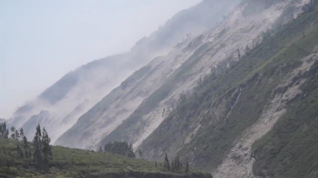 volcanic eruption - ecuador stock-videos und b-roll-filmmaterial
