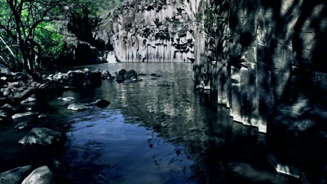 vídeos de stock, filmes e b-roll de lago vulcânica - ângulo agudo
