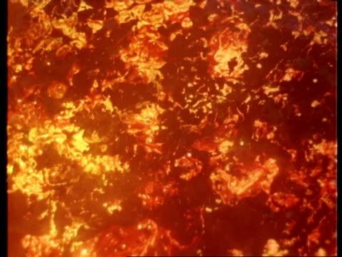 vidéos et rushes de volcanic lava effects - molten and steamy, pan across - effet visuel