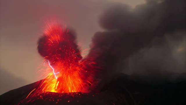 volcanic lightning on sakurajima - lava stock-videos und b-roll-filmmaterial