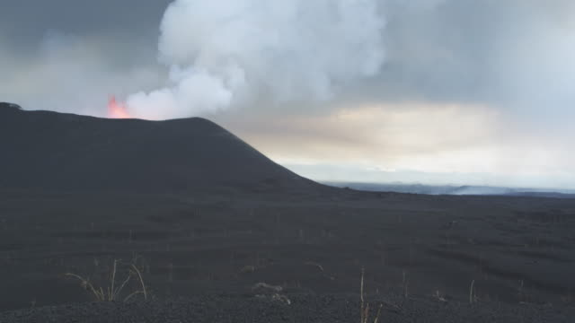 volcano erupting, lava visible, surrounded by ash, nyamuragira, democratic republic of congo, 2011 - krater stock-videos und b-roll-filmmaterial