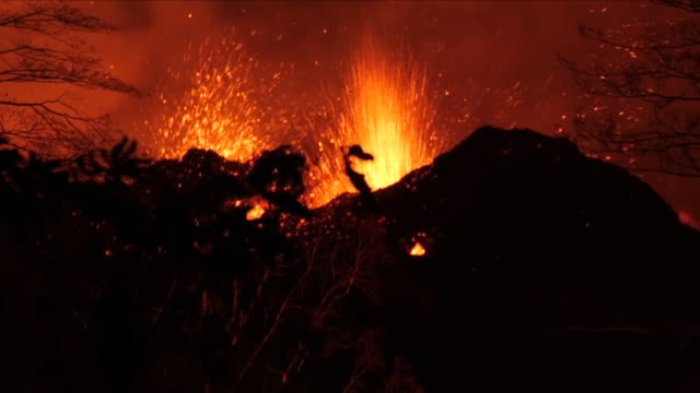 volcano eruption - vulkanausbruch stock-videos und b-roll-filmmaterial