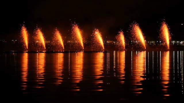 vidéos et rushes de volcan feux d'artifice. - art du spectacle