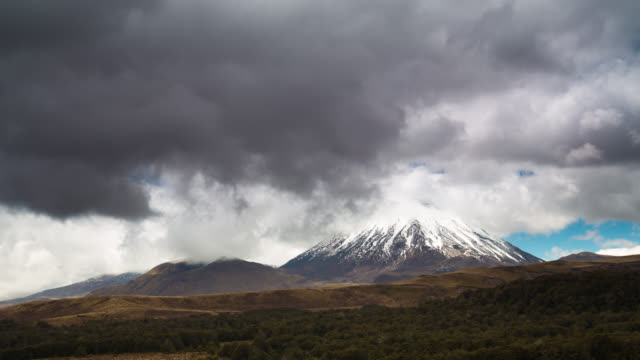 time lapse: volcano mt ngauruhoe - tongariro national park stock videos & royalty-free footage
