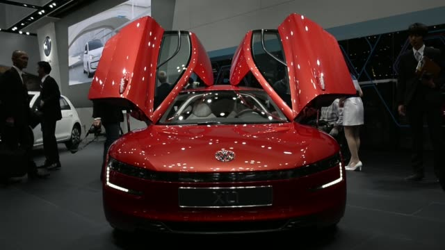 volkswagen ag xl1 vehicle stands on display at the 43rd tokyo motor show 2013 in tokyo, japan, on thursday, nov. 21 volkswagen ag the beetle racer... - 2013 stock videos & royalty-free footage