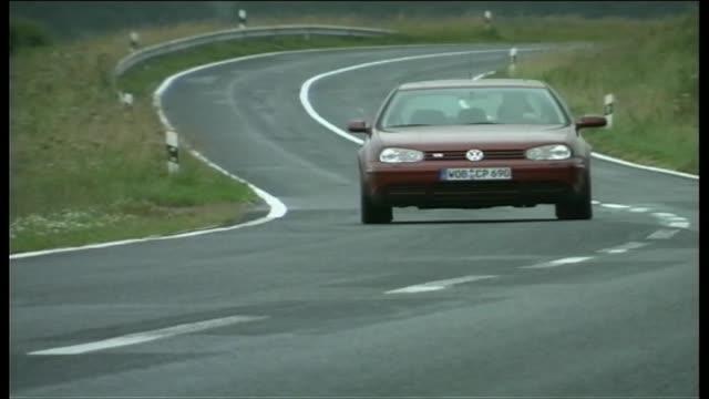 vídeos de stock e filmes b-roll de volkswagen golf v5 - golf
