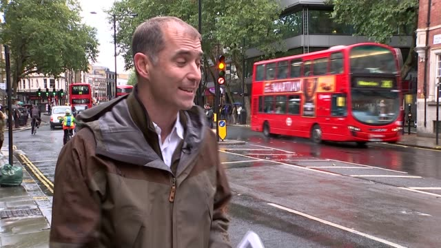 volkswagen shares fall over emissions scandal reporter to camera dan carder interview sot london ext blurred shot of vw polo car pull vw badge on... - バッジ点の映像素材/bロール