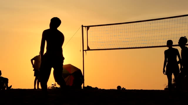 volleyball-silhouette - volleyballnetz stock-videos und b-roll-filmmaterial