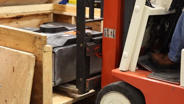 stockvideo's en b-roll-footage met a 350 volt battery pack sits in a crate waiting to be installed in a chevrolet express van at the via electric motors labs as engineers work in the... - orem utah