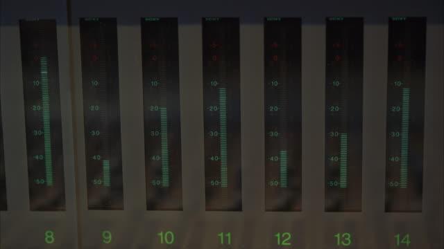cu pan volume meter with individual columns registering volume - chart stock videos & royalty-free footage