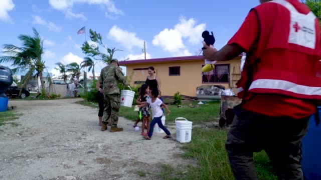 vídeos de stock e filmes b-roll de volunteers from around the world teamed up with the army reserve in saipan, commonwealth of the northern mariana islands on nov. 17, 2018 to help... - planeamento civil de emergência