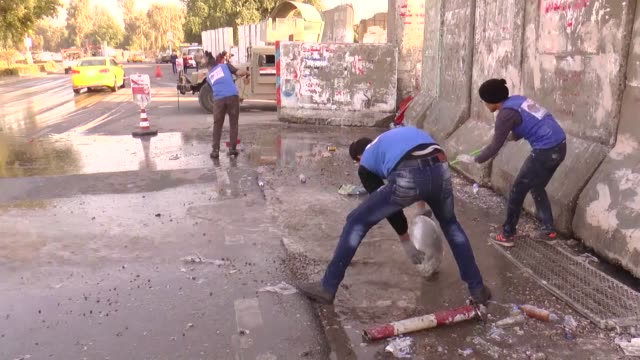 """volunteers including university students, government officers, laborers and tradesmen of iraqi group named """"hope trace"""" make murals symbolizing... - baghdad stock videos & royalty-free footage"""
