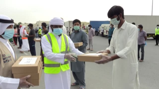 volunteers prepare iftar meals to be offered to migrant workers during the muslim holy month of ramadan as part of the initiative of sheikh mohammed... - golfstaaten stock-videos und b-roll-filmmaterial