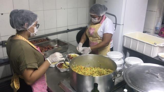 vídeos de stock e filmes b-roll de volunteers prepare packs of food for residents in paraisopolis favela on march 24 2020 in sao paulo brazil paraisopolis is the second largest favela... - favela