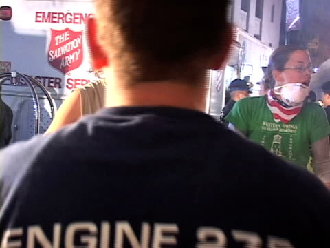 voluteers help serve the first hot food at ground zero. ground zero volunteers third day after 911 on september 13, 2001 in new york, new york - stephenie hollyman stock videos & royalty-free footage
