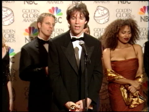 vídeos de stock, filmes e b-roll de vonda shephard at the 1998 golden globe awards at the beverly hilton in beverly hills, california on january 18, 1998. - vonda shepard