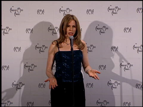 vídeos de stock, filmes e b-roll de vonda shephard at the 1999 american music awards press room at the shrine auditorium in los angeles, california on january 11, 1999. - vonda shepard