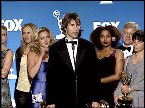 vídeos de stock, filmes e b-roll de vonda shephard at the 1999 emmy awards press room at the shrine auditorium in los angeles, california on september 12, 1999. - vonda shepard
