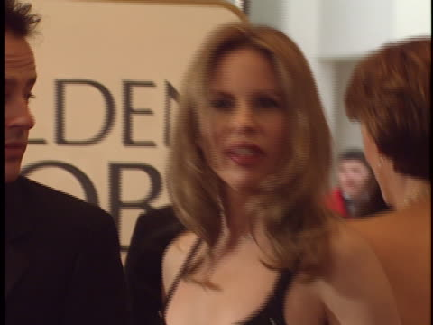 vídeos de stock, filmes e b-roll de vonda shephard at the golden globes 99 at beverly hilton. - vonda shepard