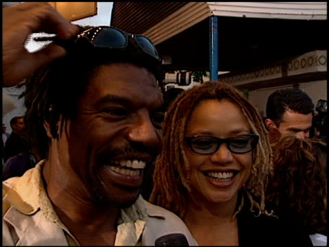 vondie curtis-hall at the premiere of 'the negotiator' at the mann village theatre in westwood, california on july 22, 1998. - regency village theater stock videos & royalty-free footage