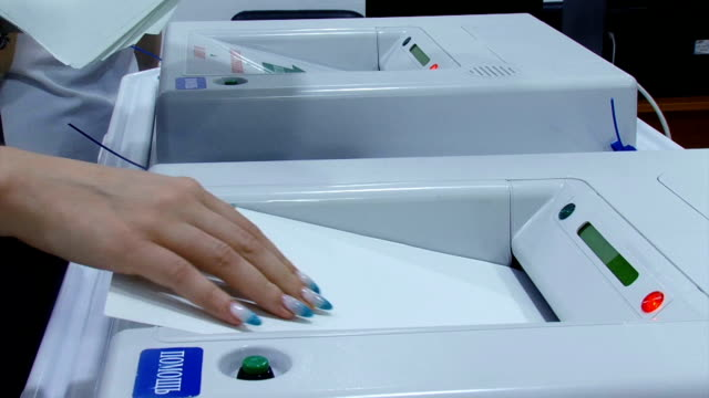 vote counting with automatic ballot boxes - scheda di votazione video stock e b–roll
