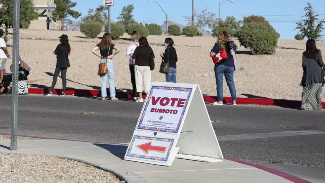 a vote here sign in spanish outside an early voting polling location at desert breeze community center for the 2020 presidential elections in las... - arrow symbol stock videos & royalty-free footage