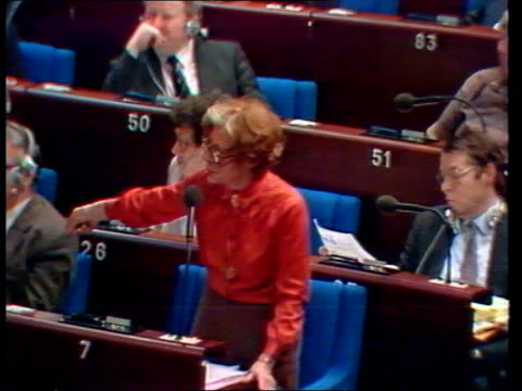 vidéos et rushes de strasbourg european parliament lms mep's in parliament chamber ms two mep's talking lms mep's walking around chamber ts parliament chamber mep's in... - strasbourg