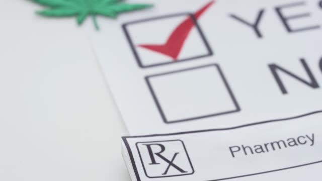 vídeos de stock, filmes e b-roll de vote sim maconha medicinal - legislação