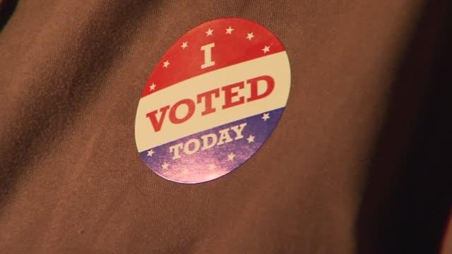 vídeos de stock, filmes e b-roll de ' i voted ' sticker on november 05 2013 in brooklyn new york - etiqueta mensagem
