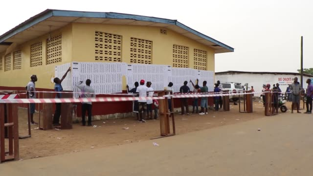 vídeos y material grabado en eventos de stock de voters cast their ballot at a polling station as liberians go to the polls for the second round of presidential elections in monrovia liberia on... - liberia