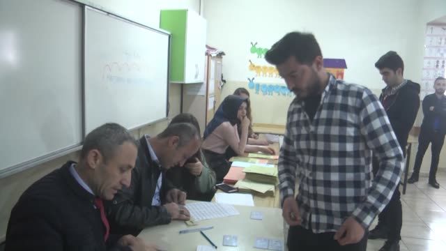 vídeos de stock e filmes b-roll de voters cast their ballots at a polling station during local elections in southeastern hakkari province of turkey on march 31 2019 polling in turkey's... - urna eleitoral
