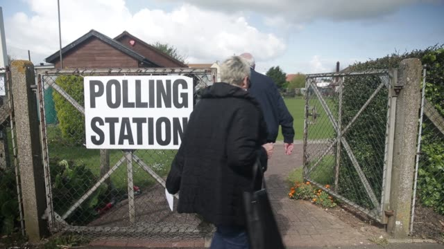 voters enter a polling station to cast their votes in the general election at the birchington bowls club in birchington uk on thursday may 7 2015... - allgemeine wahlen stock-videos und b-roll-filmmaterial