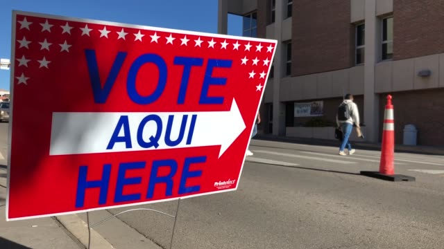 stockvideo's en b-roll-footage met voters go to a polling place at el paso community collegerio grande campus on election day november 06 2018 in el paso texas - stemmen