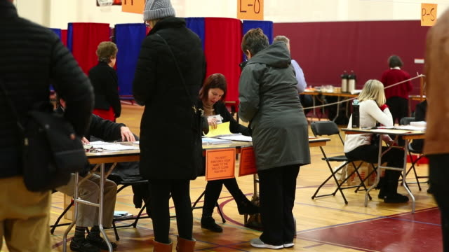 vídeos de stock, filmes e b-roll de voters head to the polls to vote in new hampshire's democratic primary on tuesday february 11 2020 new hampshire holds the first primary of the 2020... - primary election
