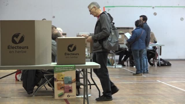 voters in canada's mostly french speaking quebec province go to the polls in a general election - québec provincia video stock e b–roll