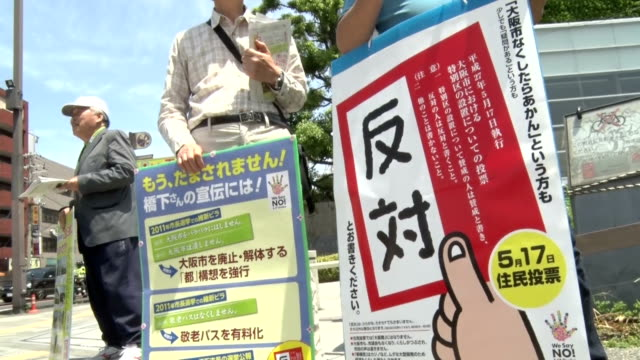 voters showed strong interest in the referendum to reorganize administrative bodies of osaka as they quickly showed up at each polling station in the... - 国民投票点の映像素材/bロール