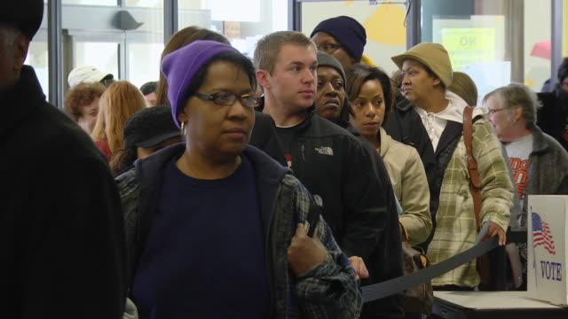 ms voters waiting in line to cast their ballots at  early voting location five days before presidential election / toledo, ohio, united states - fare la fila video stock e b–roll