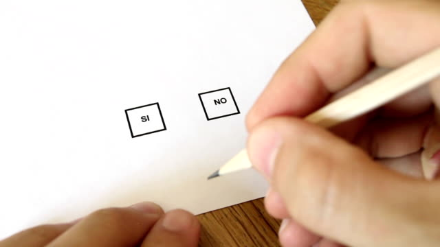 vídeos de stock, filmes e b-roll de votação marcação si em italiano - formulário de aplicação