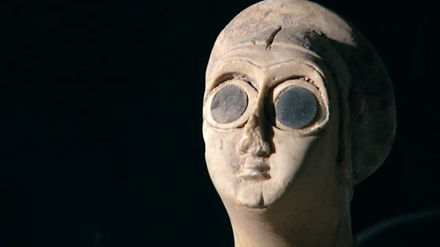 votive statuette tell asmar hoard c 29002550 bce one of twelve votive statuettes dedicated to sumerian god abu figure of a worshipper cu of head... - worshipper stock videos & royalty-free footage