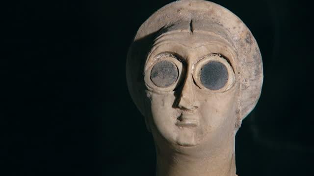 votive statuette tell asmar hoard c 29002550 bce one of twelve votive statuettes dedicated to sumerian god abu figure of a worshipper cu of head - worshipper stock videos & royalty-free footage