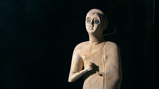 votive statuette, tell asmar hoard, c. 2900-2550 bce. one of twelve votive statuettes dedicated to sumerian god abu. figure of a worshipper. tilt... - baghdad stock videos & royalty-free footage