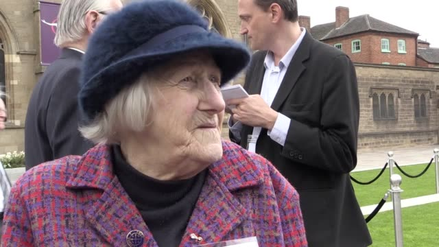 vidéos et rushes de vox pops with recipients of maundy money at today's service at leicester cathedral attended by the queen and the duke of edinburgh the interviewees... - vox populi