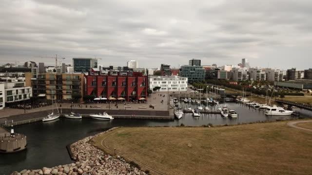 västra hamnen in malmö, sweden - オーレスン海峡点の映像素材/bロール